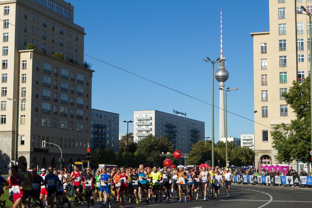 Läufer am Strausberger Platz - 40. Berlin Marathon