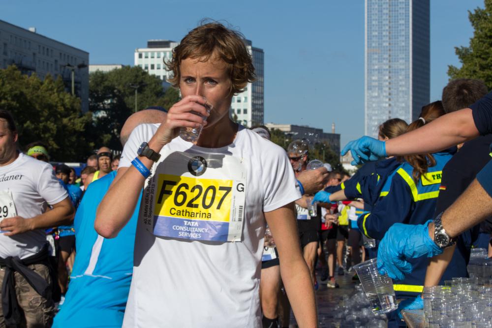 Trinken nicht vergessen: Erfrischungs- und Verpflegungspunkt am Strausberger Platz