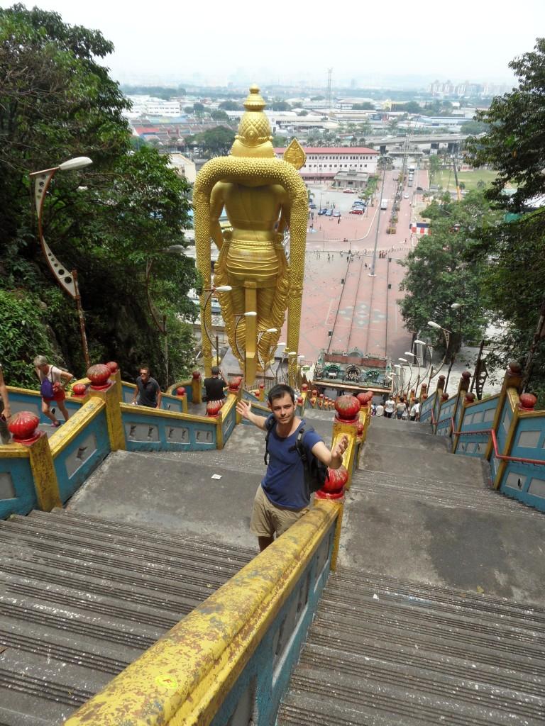 Treppenlauf: 272 steile Treppenstufen führen hoch hinauf zu den Batu Caves