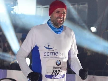 Thomas W. Stephan im Ziel beim Frankfurt Marathon