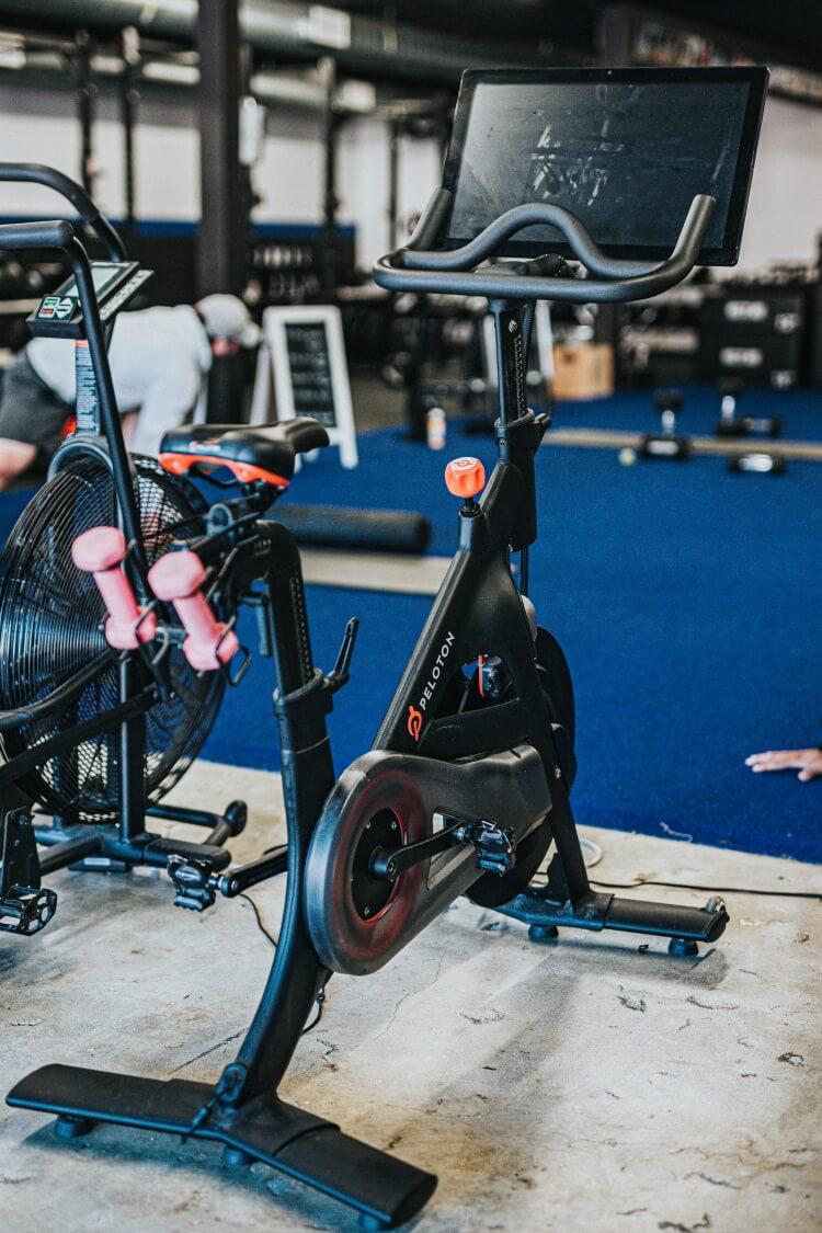 Fahrrad Ergometer in einem Fitnessstudio