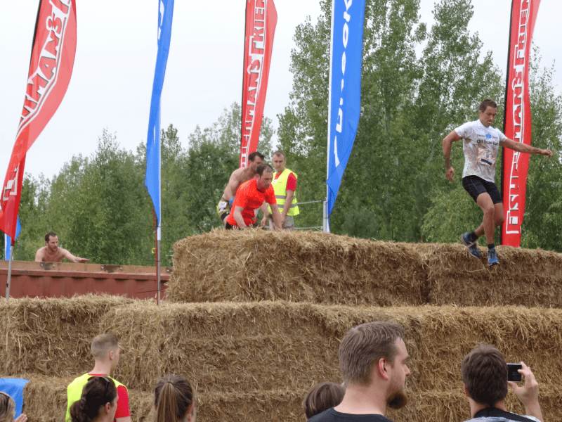 fishermans-strongman-run-2014-ferropolis-strohballen