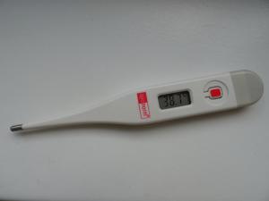 fieberthermometer zeigt 38,7 Grad