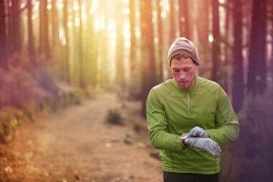 Wer trotz des Windchill Effekts im Freien Sport betreiben will, der sollte sich vor allem warm anziehen.