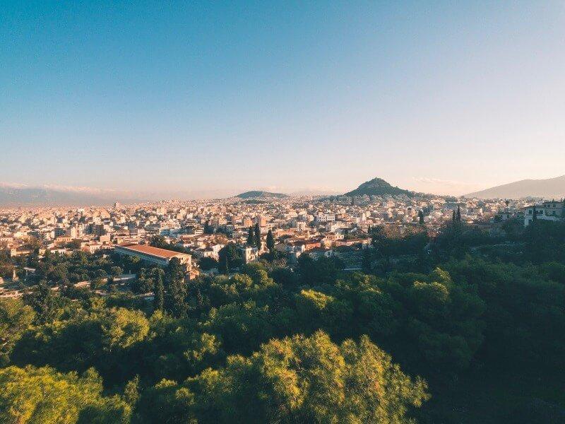 Skyline von Athen beim Athen Marathon.