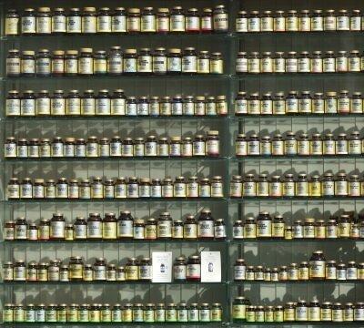 medikamente-apotheke-regal