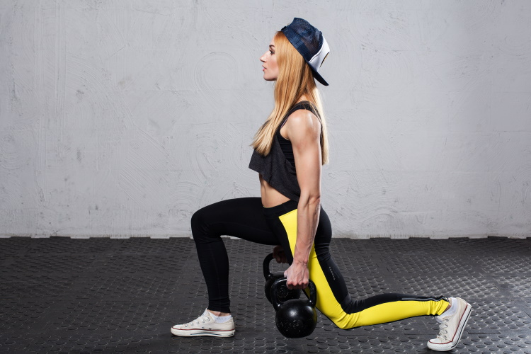 Kettlebell Übung Walking Lunges